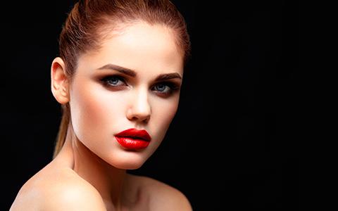 Vuoi avere successo per le festività natalizie? Scopri il make up per le feste QStudio Make-up RP e non passerai inosservata