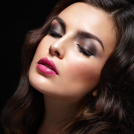 Scrub viso di preparazione<br /> Maschera liftante, Restyling sopracciglia<br /> Studio Make-up e acconciatura<br /> Applicazione ciglia finte<br /> Regalo minikit per ritoccarsi il make-up</p> <p>€ 147.00