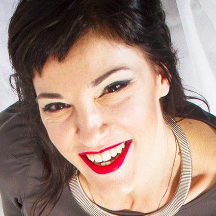 """Dopo essersi specializzata in """"Modellistica sartoria alta moda"""" entra a far parte delle più grandi aziende del Fashion Retail. Si perfeziona come Consulente d'Immagine presso l'Italian Image Institute. É docente di Armocromia dell'accademia Qstudio Make-Up RP di Genova e collabora con la direttrice artistica Nicole."""