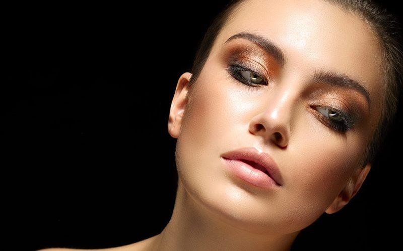 Cerchi un'Accademia di corsi di trucco che ti consenta di approfondire la tua passione per il make-up e che ti fornisca tutti gli strumenti per diventare un make-up artist di successo?